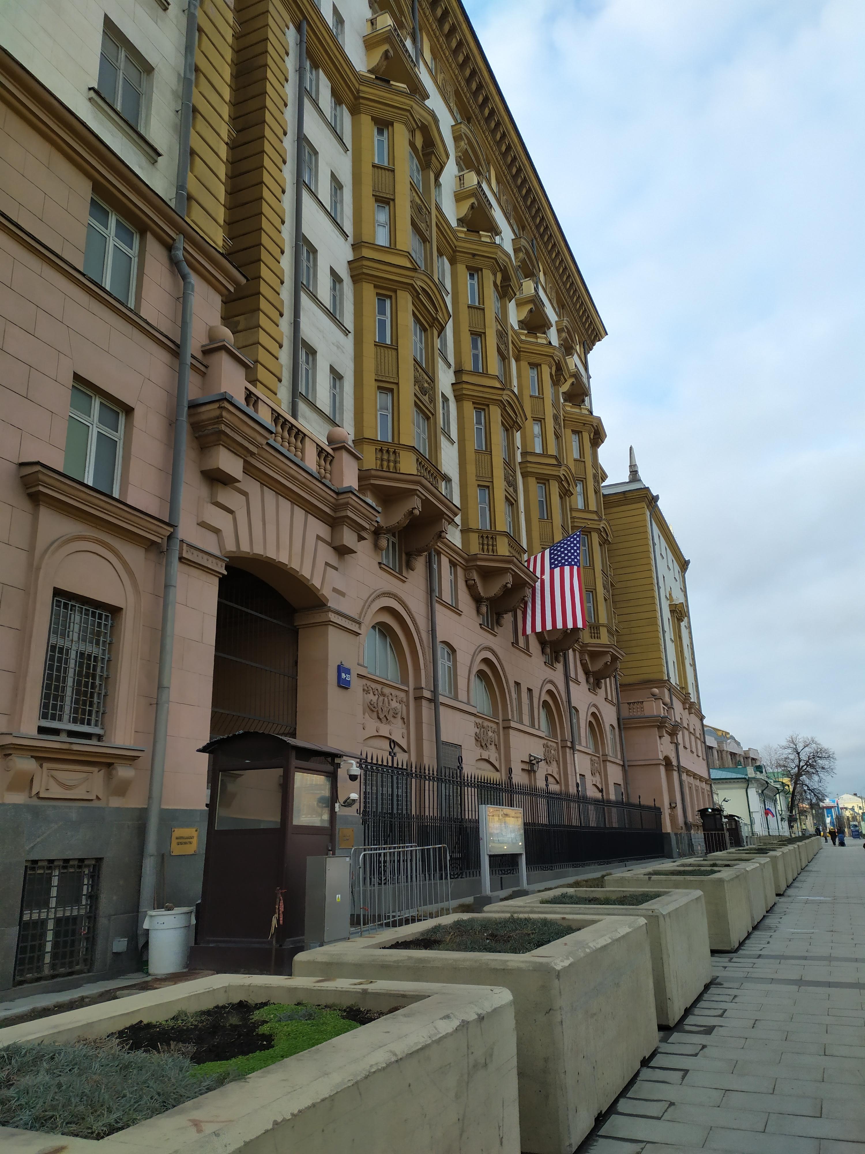 Посольство Соединенных Штатов Америки в г. Москве, Новинский бульвар, 19-23